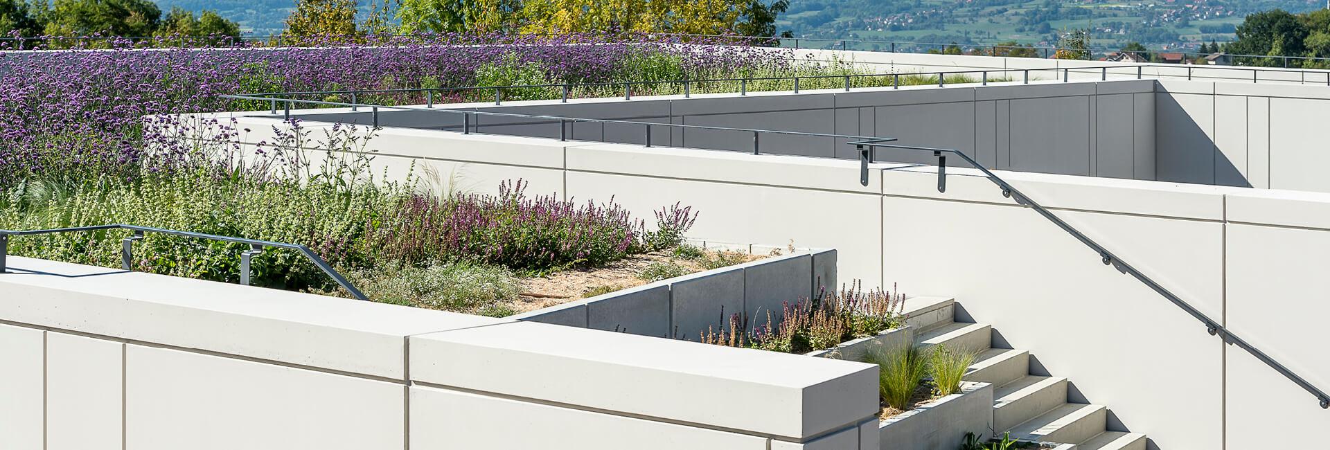 Un toit-terrasse mi-jardin, mi-céramique | SOPREMA Entreprises
