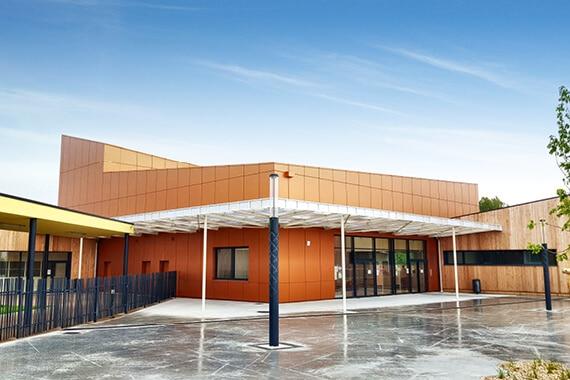 Une façade alu de couleur brique