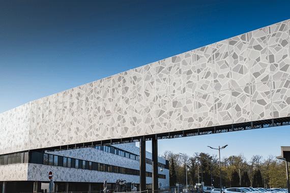 Robot transporteur et façades biomimétiques au CHRU de Nancy